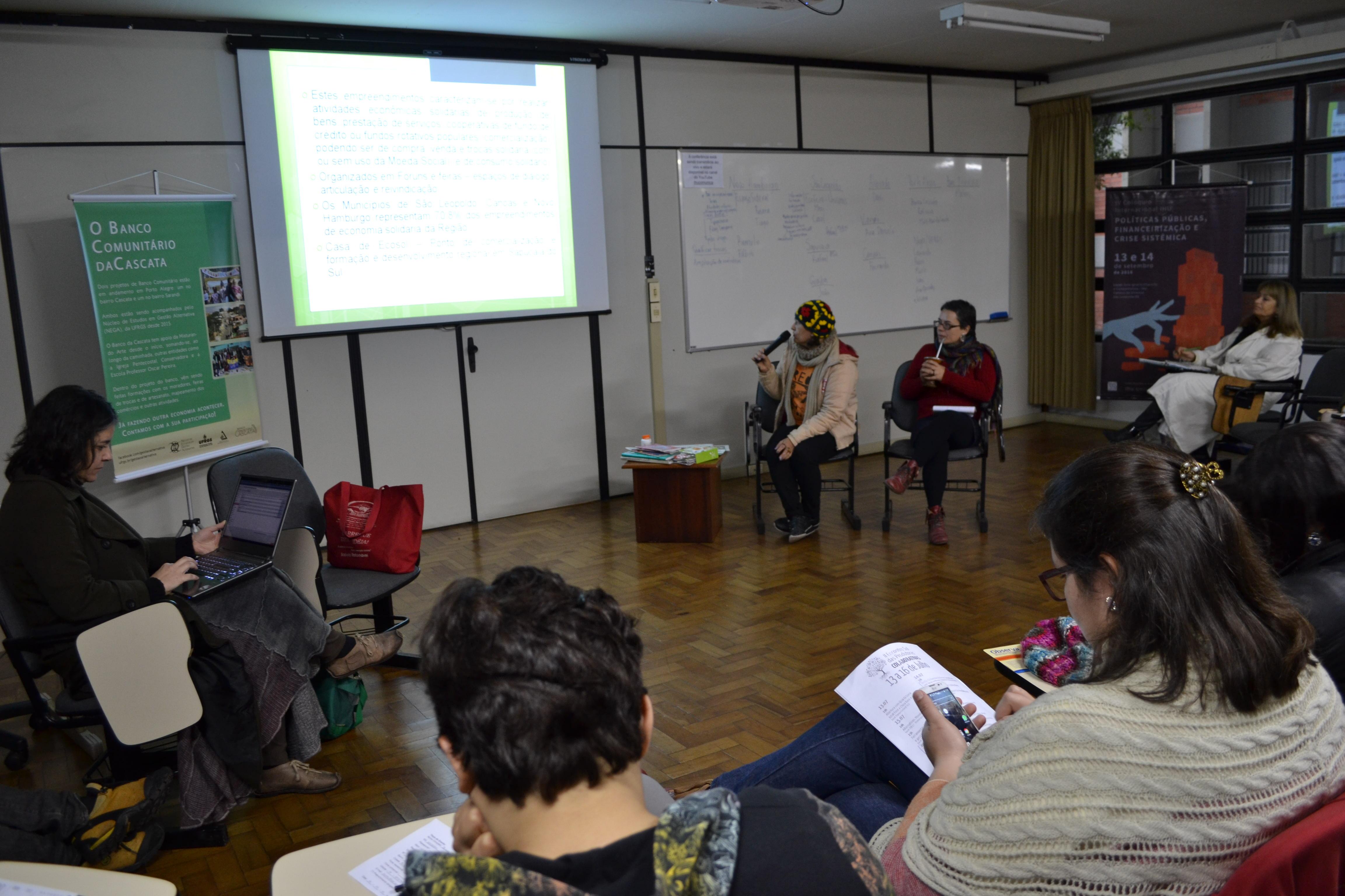 Solange Manica e Katiucia Gonçalves na Oficina sobre Bancos Comunitários